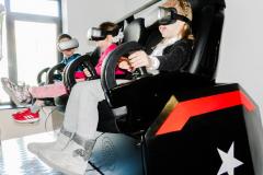 Deca se voze svemirskim brodom