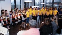 Đaci Savremene škole recituju pesme za školsku slavu
