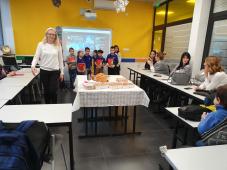 U učionici na stolu slavske đakonije