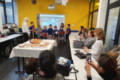 Učenici pevaju slavske pesme