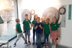 Savremeni osnovci u Muzeju iluzija