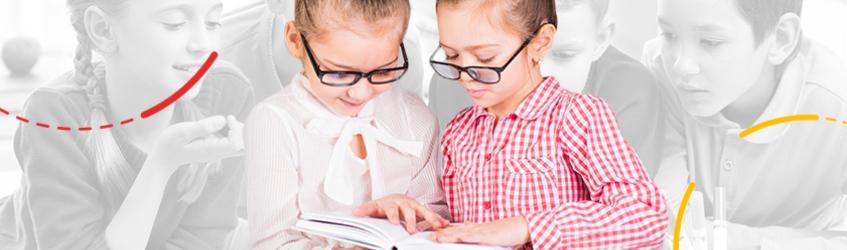 Dve devojčice sa knjigom