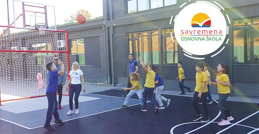 Nezaboravan dan: Učenici Savremene zaigrali igre bez granica sa svojim roditeljima