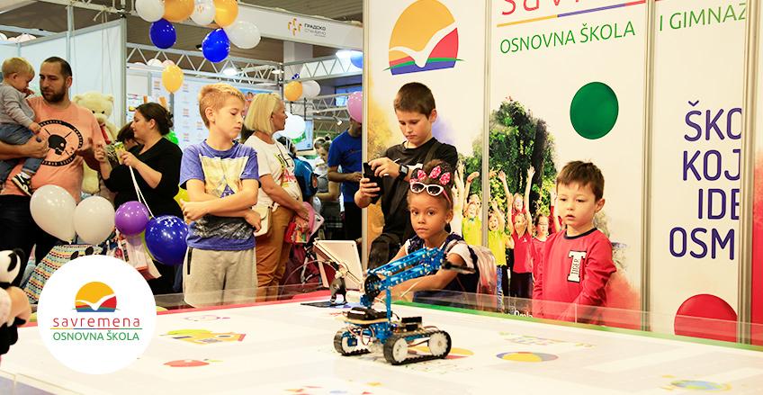 Savremena osnovna škola na Dečjem sajmu: Interaktivno druženje na poligonu za robote