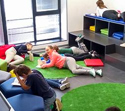Učenici u biblioteci