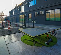Stoni tenis u dvorištu