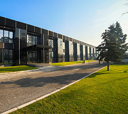 Zeleno prednje dvorište škole