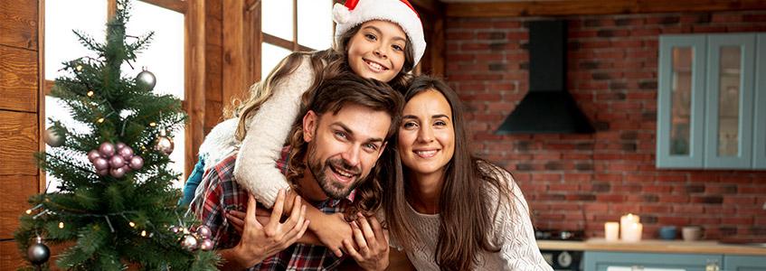 Dete sa roditeljima na zimskom raspustu