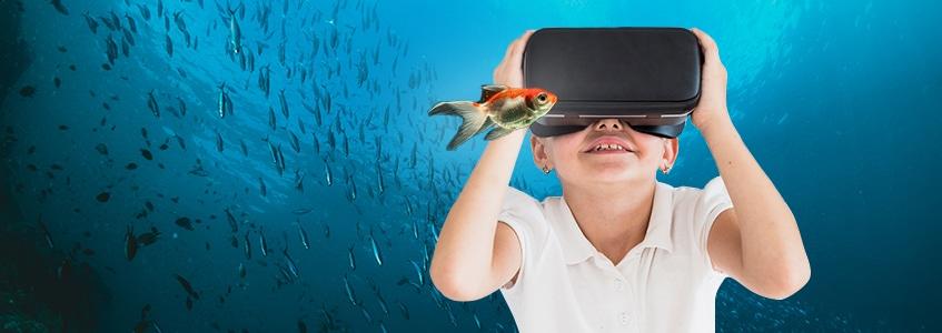 Dečak pod vodom uz pomoć VR tehnologije