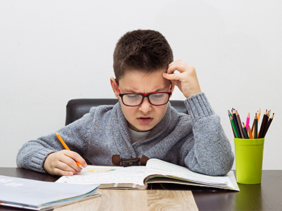 dete radi domaći zadatak