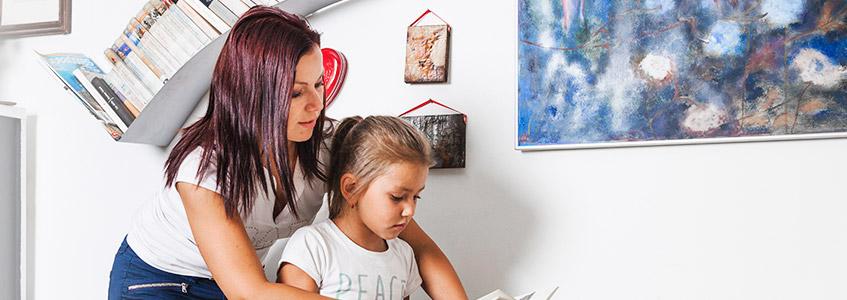 roditelj objašnjava kako naučiti engleski jezik